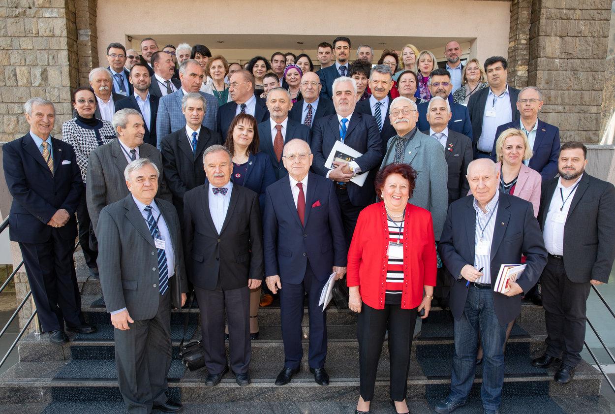 Dezbaterile de la Sinaia: Nevoia conectării mediului educațional cu cel profesional
